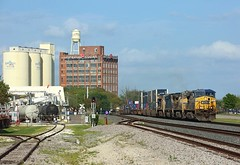257, Sugar Land, 25 March 2018 (Mr Joseph Bloggs) Tags: sugar land csx up union pacific sunset route double stack container train freight cargo merci treno bahn railway railroad usa united states america imperial 257 ge general electric geac4400cw gevo