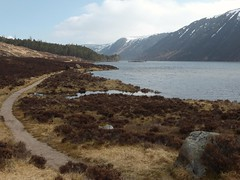 Trail around Loch Muick, the Cairngorms National Park, Ballater, Scotland (Alta alatis patent) Tags: lochmuick cairngorms park ballater scotland nature trail crag bhiorach mountains lake