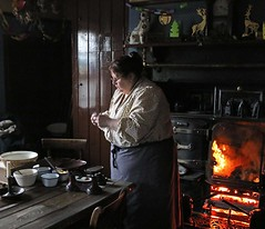 Beamish (grab a shot) Tags: beamish england uk beamishmuseum countydurham 1925 victorian edwardian livinghistory oldfashioned vintage openairmuseum pitvillage winter christmas 2017 francisstreet canoneos7d woman fire cottage
