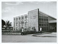 Nelson Memorial Library, Western Samoa, 1966 (Archives New Zealand) Tags: library archivesnewzealand photograph nationalpublicitystudios books education reading publiclibraries samoa westernsamoa