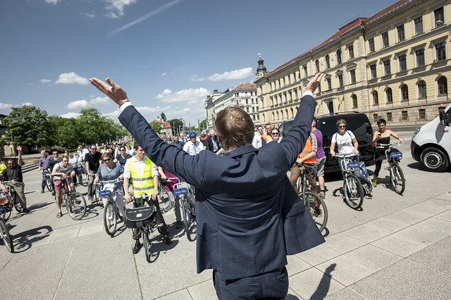 The Major greets the bikers
