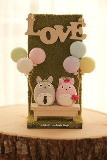 Hnadmade Totoro トトロ with mini wedding backdrop, balloons garden bench and LOVE sign wedding cake topper, characters MochiEgg wedding cake decoration ideas