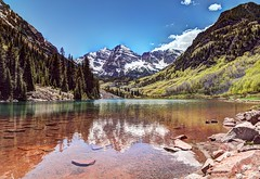 Maroon Bells Colorado (Daveyal_photostream) Tags: nikon nikor nature colorful spring water waterscape mountains movement reflection d850 photoshop photomatix meandmygear mygearandme mycamerabag motion pinetrees beautiful beauty mountain sky tree wood forest lake serene grass snowcaps snow rippled