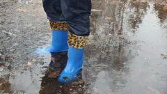 P4070560 (Axelweb) Tags: chubby bbw girl lady female rainwear raincoat pvc shiny wellies rubber boots gas mask plastenky holinky rainsuit rain suit plastic wellington gumboots galoshes gummi gasmask gloves winter