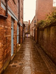 Down the Alley. (Bennydorm) Tags: town inghilterra inglaterra europe angleterre uk gb britain england cumbria furness ulverston iphone5s april buildings urban access path walkway ginnel passage alley