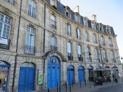 Houses with blue doors, Place de Bir Hakeim, Bordeaux, France (Paul McClure DC) Tags: bordeaux france gironde nouvelleaquitaine july2017 historic architecture