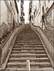 erta è la via che porta al paradiso (imma.brunetti) Tags: napoli campania fontanelle strada cimitero antico italia sanità tufo seppia vicoli salita palazzi ringhiera degrado gradini ringhiere balaustre