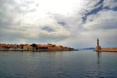 CHAINA (arno18☮) Tags: grèce crète canea mer forteresse vénitiènne clouds nuages contraste rouge bleu 2018 avril