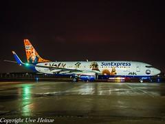SunExpress (Peter Hase Livery) TC-SNY HAJ at Night (U. Heinze) Tags: aircraft airlines airways flugzeug haj hannoverlangenhagenairporthaj eddv night planespotting plane olympus