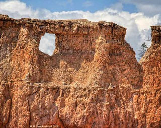 Natural Arch on Queens Garden Trail at Bryce Canyon National Park, Utah