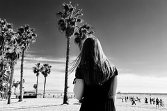 don't know why (Ally Kropp) Tags: brandymelville canonusa photography canon canoneos6d unitedstatesofamerica america usa ca santamonica venicebeach palmtrees noir blackandwhite model ellessekropp california venice