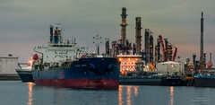 Celsius Birdie (Peet de Rouw) Tags: refinery exxon 3epet celsiusbirdie tanker ship oil portofrotterdam port scheepvaart peetderouw denachtdienst botlek canon5dmarkiv