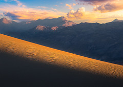 The Light (andreassofus) Tags: deathvalley mesquite mesquiteflatsanddunes dunes sanddunes light sunlight naturallight sand lines shadows sky clouds sunrise sunset summer summertime outdoor mountains mountainscape usa america travel travelphotography valley nopeople canon manfrotto