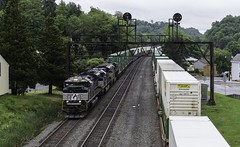 Meet at Summer Hill (whiteja95) Tags: freight freighttrains norfolk southern railroads railroadphotography intermodal
