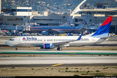 [LAX.2010] #Delta.Air.Lines #DL #Boeing #B738 #N383DN #awp (CHRISTELER / AeroWorldpictures Team) Tags: delta air lines boeing 737832 wl msn 30346 393 eng cfmi cfm567b26 reg n383dn rmk fleet number 3713 history aircraft first flight test n1786b built site renton krnt delivered deltaairlines dl dal cabin config c16w18y126 winglets fitted plane aircrafts airplane taxiway planespotting losangeles lax klax california ca usa nikon d300s zoomlenses nikkor 70300vr raw lightroom awp 2010 chr b737 b738 737 738 b737800