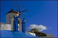 Azul, molinos y cruces (bit ramone) Tags: azul blue molino cruz santorini grecia grece oia travel viajes bitramone mediterráneo