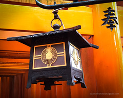 Fushimi Inari-taisha (josefrancisco.salgado) Tags: apple fushimiinaritaisha japan kyoto shintoshrine torii iphone iphone8plus lamp lámpara santuario shrine kyōtoshi kyōtofu jp
