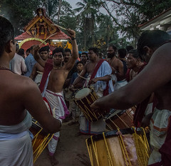 Theyyam, Kannur, Kerala, Inde (Pascale Jaquet & Olivier Noaillon) Tags: danse musiciens rituel theyyam religionhindouisme kannur kerala inde ind