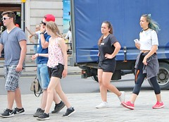 Teen Tourists (Waterford_Man) Tags: teens tourists shorts girl boy candid street people path london