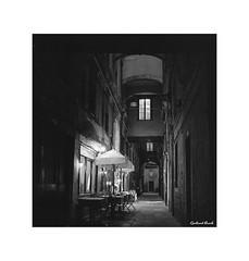 Venedig bei Nacht #05 (Gerhard Busch) Tags: venedig nacht gang restaurant rolleiflex tessar carlzeiss analog film