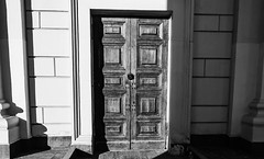 Closed  #door #blacknwhite #nofilter #wall #brick #architecture #city (ДмитрийДмитриев2) Tags: door blacknwhite nofilter city brick wall architecture
