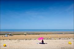 juno beach (heavenuphere) Tags: grayesurmer junobeach juno bayeux calvados normandie normandy france europe battleofnormandy operationoverlord normandylandings worldwarii dday 6june1944 landscape seascape englishchannel english channel lamanche view sea water beach sand people bouy sun pink parasol blue sky 24105mm