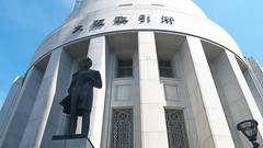 Osaka Retro Building (yukky89_yamashita) Tags: osaka architecture 大阪 大阪市 大阪証券取引所 五代友厚像 statue japan