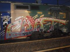 straight of the line (en-ri) Tags: chat crew tker rosso bianco arrow nero verde train torino graffiti writing fiorellini