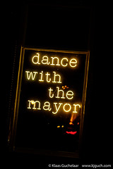 Dance with the Mayor DSCF7598 (Klaas / KJGuch.com) Tags: groningen grunn mayor dance dancewiththemayor dancing neon neonsign windowdressing sign message swingingroningen swinginggroningen music