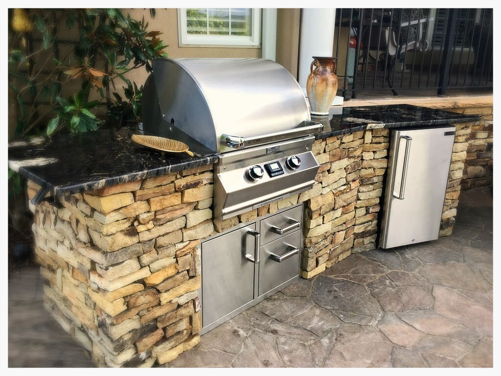 Custom Designed and Built Outdoor Kitchen. Signal Mtn. Tn.