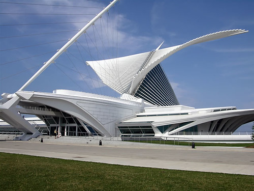 Milwaukee Art Museum, by Santiago Calatrava. Image used under license by flickr user garydenness.