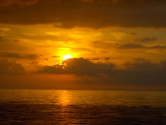 L'alba di un nuovo giorno (Stranju) Tags: sunrise alba mate acqua viaggio ritorno traversata tirreno dacasa stranju trahetto giornotriste