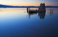 Mono Lake Sunset (jauderho) Tags: california usa 20d topv111 canon topv555 topv333 bravo topv1111 topv999 2006 topv777 monolake 1022mm magicdonkey jauderho utatafeature roadtripaugust2006 artlibre monolakestatepreserve