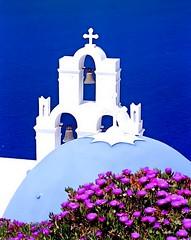 Bells of Santorini (Mnica (Monguinhas)) Tags: blue sea mer white colour blanco church water gua branco azul bells cores see mar wasser colours couleurs kirche igreja blau farbe weiss cor blanc couleur farben sinos glocken azurro abigfave monguinhas fiveflickrfavs