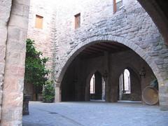 Castell de Cardona - Entrada a l'edifici (Carquinyol) Tags: catalunya pasoscatalans cardona principatdecatalunya