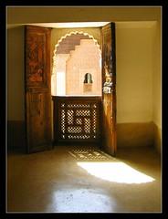 Medersa - Universidad (jose_miguel) Tags: light espaa luz window miguel digital canon ventana spain bravo searchthebest jose ixus morocco maroc marrakech marrakesh 55 marruecos magicdonkey instantfave 25faves marraquech ltytrx51 goldenphotographer