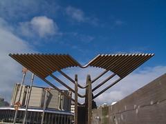 Metal Wings (sitharus) Tags: newzealand raw modernart wellington e300 civicsquare
