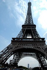 Eiffel tower 2: imposing