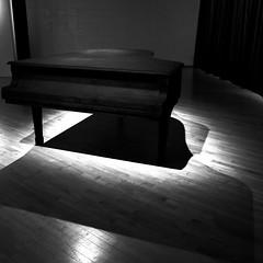 La mélodie est dans notre imaginaire... (woltarise) Tags: montréal exposition installation culture maison jenniferlupien c7develours tableaux artiste