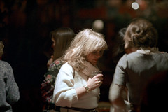 1a-578 (ndpa / s. lundeen, archivist) Tags: nick dewolf nickdewolf photographbynickdewolf 1978 1970s color 35mm film 1a reel1a aspen colorado fashionshow communityfashionshow socialevent people socializing woman women youngwoman youngwomen drink drinks brunette blond blonde longhair sweater bracelet turtleneck talking mingling