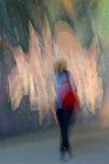 (jc.dazat) Tags: flou blur icm personnage people femme woman lady couleurs colours color graffiti photo photographe photographie photography canon jcdazat