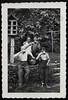 "Archiv Hel309 ""Willi Müksch"", 1950er (Hans-Michael Tappen) Tags: archivhansmichaeltappen bier biergläser bierglas taubenhaus outdoor fotorahmen hosenträger braces haarschnitt frisur freizeit 1950s 1950er zigarette bierfas"