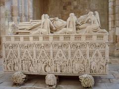 Mosteiro de Alcobaça, tumulos de D.Pedro e Dna. Inês de Castro (Ars Clicandi) Tags: portugal alcobaca alcobaça mosteiro tumulo dom pedro dona ines de castro dpedro tomb