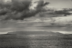 Útsýni (pni) Tags: monochrome sea ocean water shore horizon sky cloud northatlanticocean reykjavik is18 iceland ísland pekkanikrus skrubu pni