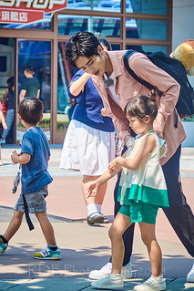 Disneyland Pop Stars and Paparazzi 03