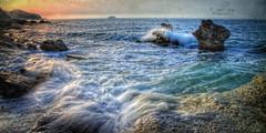(337/18) Movimiento continuo (Pablo Arias) Tags: pabloarias photoshop photomatix capturenxd nubes mar agua mediterráneo roca ola movimiento largaexposición playa losestudiantes villajoyosa alicante españa cielo