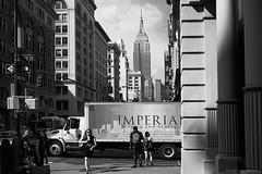 New York Streets (Alexander Pellegrin) Tags: newyork newyorkcity newyorkcitylife newyorker bigcityofdreams bigapple thecityneversleep blackwhite blackwhitephotography blackandwhitephotography blackandwhite biancoenero monocrome monocromo alexanderpellegrin streetphotography street fujixe2s fuji fujifilm 27mm empirestatebuilding empirestate fifthavevnue