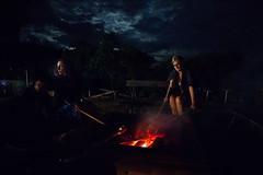 Assando o pan de palo (Ars Clicandi) Tags: sãopaulo brasil br brazil socorro sp pedrabelavista pedra bela vista noite night pan de palo pandepalo pao bread fogueira fogo fire fireplace nightshot
