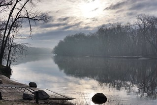 Morning mist on the Grand River