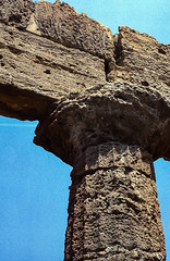 Tempio di Hera Lacinia, Agrigento (jacqueline.poggi) Tags: agrigente agrigento archaicdoricperiod italia italie italy sicile sicilia sicily templeofheralacinia valléedestemples antiquité archaelogy archeology archéologie greekperiod greektemple ordredorique tempio tempiodiheralacinia temple templegrec valledeitempli